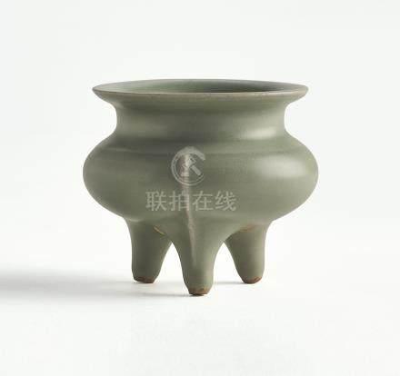 南宋   龍泉窰青釉三足爐