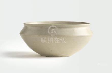 十世紀   白釉折肩罐