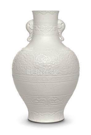 清乾隆   白釉仿古饕餮紋象耳瓶 《大清乾隆年製》款