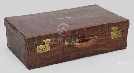 Vintage Reisekoffer von Drew & SonsRotbraunes geprägtes Leder. Rechteckiger Kor