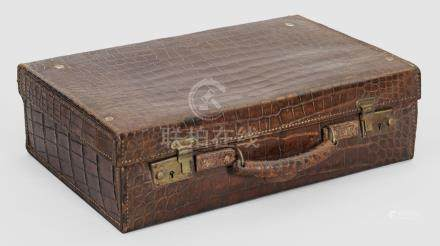 Kleiner Vintage KofferCognacfarbenes geprägtes Leder. Rechteckiger Korpus mit f