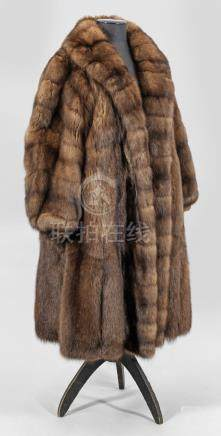 Luxuriöser ZobelmantelWadenlanger, weit geschnittener Mantel aus braunem, ganzf
