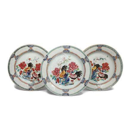 A SET OF THREE CHINESE FAMILLE ROSE 'COCKERELS' DISHES