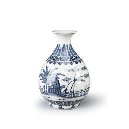 A CHINESE BLUE AND WHITE PEAR-SHAPED VASE