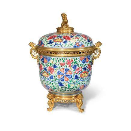 A CHINESE FAMILLE ROSE BOWL AND COVER