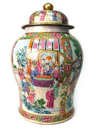 A LARGE CHINESE FAMILLE ROSE LIDDED VASE