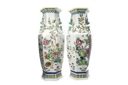 A PAIR OF 20TH CENTURY CHINESE VASES