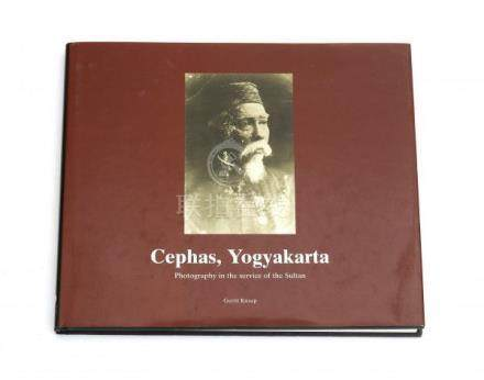 Gerrit Knaap. Cephas, Yogyakarta. Photography in the service of the Sultan. KITLV Press, Leiden,