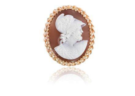 A VICTORIAN SHELL CAMEO PENDANT/BROOCH, CIRCA 1870The shell cameo depicting the