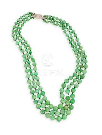 AN ART DECO JADEITE JADE BEAD NECKLACE WITH DIAMOND AND ROCK CRYSTAL CLASPThe t
