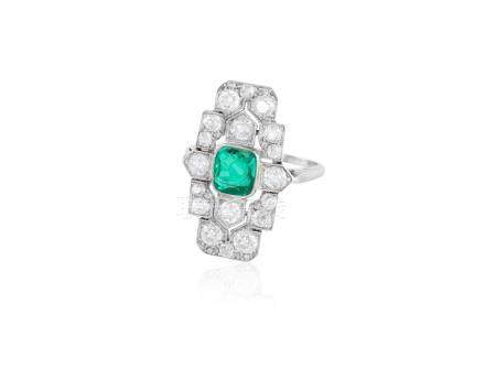 AN ART DECO EMERALD AND DIAMOND RING, CIRCA 1925The central collet-set cushion-
