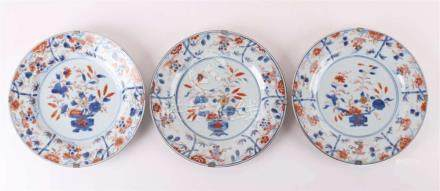 A series of three Chinese Imari plates, China, Qianlong 18th
