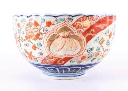 A contoured porcelain Imari bowl, Japan, Meiji, around 1900.