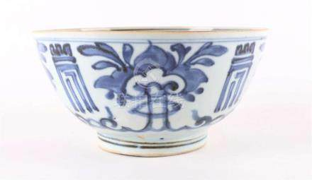 A blue / white porcelain bowl on stand ring, China, Wanli.