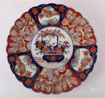 A porcelain Imari dish, Japan, Meiji, late 19th century.