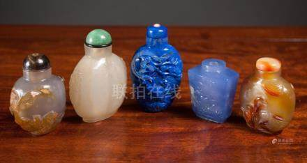 FIVE CHINESE HARDSTONE SNUFF BOTTLES, of various f