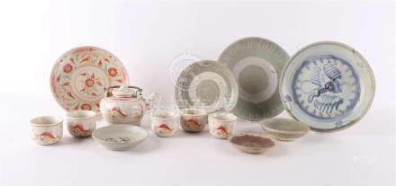 A lot of various Chinese and Japanese porcelain, 18th centur