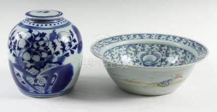 (2 PCS) CHINESE BLUE & WHITE PORCELAIN