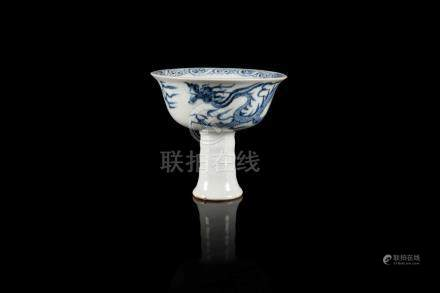 Coupe sur pied A blue and white stem cup, Yuan style