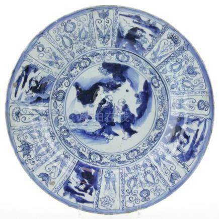 A blue & white 'kraakporselein' charger