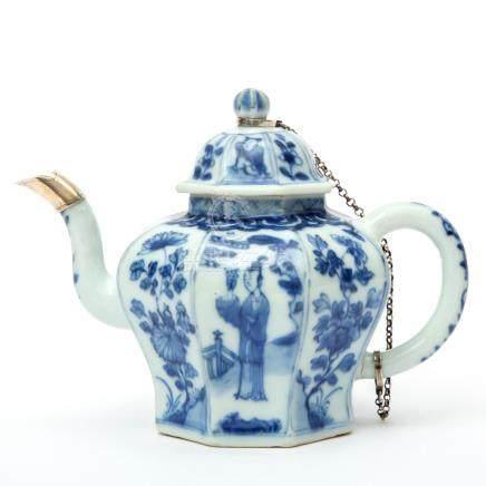 A blue & white teapot with Dutch silver mounts