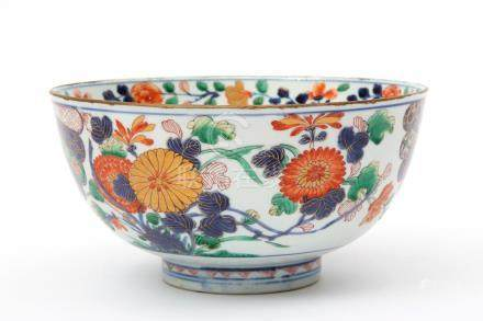 A wucai bowl with chrysanthemum and fan decoration