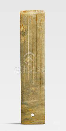 A large archaic green jade blade, gui Late Shang Dynasty (2)