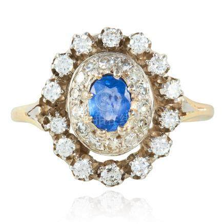 A SAPPHIRE AND DIAMOND RING in yellow gold and