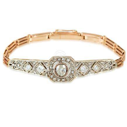 A DIAMOND BRACELET in yellow gold and platinum, set