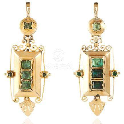 A PAIR OF ANTIQUE EMERALD EARRINGS, SPANISH 19TH