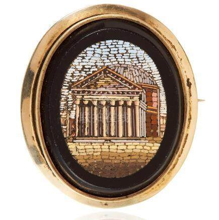 AN ANTIQUE MICROMOSAIC BROOCH in yellow gold, the oval