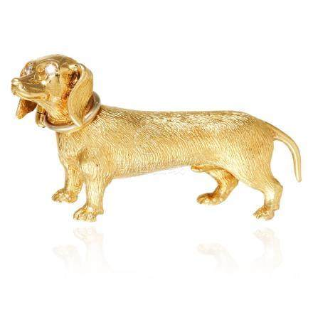 A DIAMOND SAUSAGE DOG BROOCH in 18ct yellow gold,