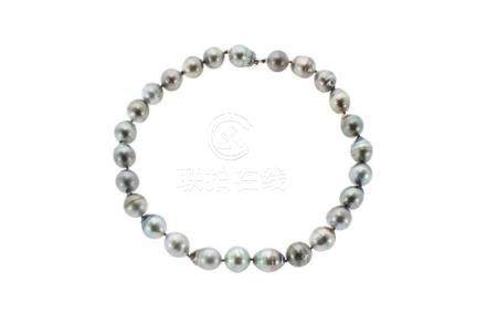 A TAHITIAN PEARL NECKLACE comprising a single row of