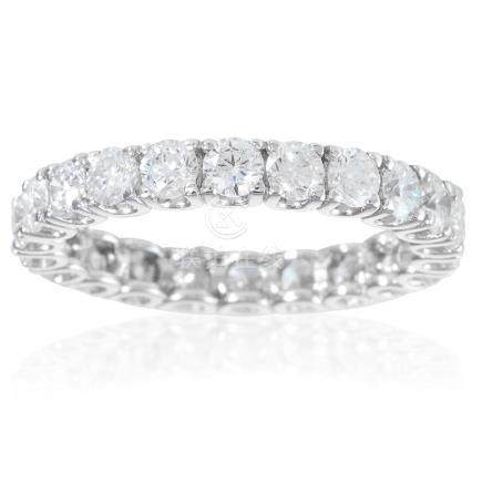 A DIAMOND ETERNITY RING in 18ct white gold, jewelled