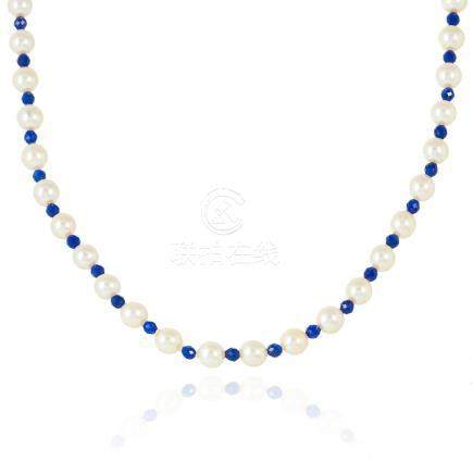 A PEARL AND LAPIS LAZULI BEAD NECKLACE comprising of