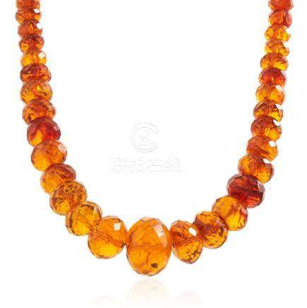 AN ANTIQUE NATURAL AMBER BEAD NECKLACE comprising a