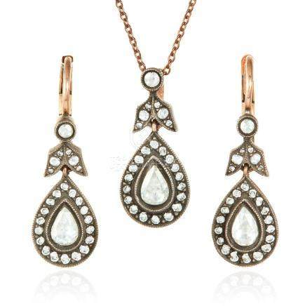A DIAMOND PENDANT AND EARRINGS SUITE in yellow gold,
