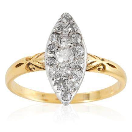 AN ANTIQUE DIAMOND DRESS RING in 18ct yellow gold, the