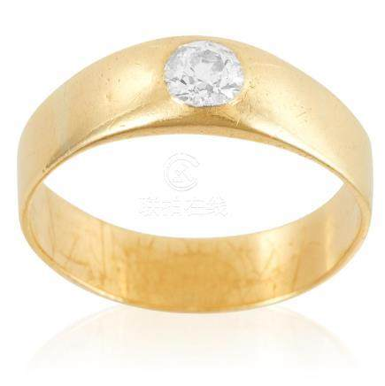 A DIAMOND DRESS RING in yellow gold, set with an old