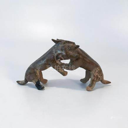 HAN DYNASTY YELLOW GRAZE DOGS FIGHTHING CARVING