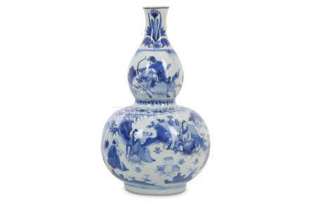A CHINESE BLUE AND WHITE DOUBLE GOURD 'SCHOLARS AND HUNTSMAN' VASE.