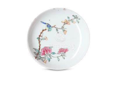 A SMALL CHINESE FAMILLE ROSE RUBY-BACK DISH.