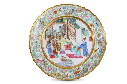 A CHINESE FAMILLE ROSE FIGURATIVE DISH.