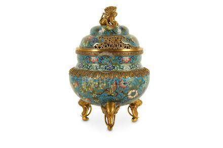 A CHINESE CLOISONNE ENAMEL INCENSE BURNER AND COVER.