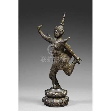 STATUETTE DE DANSEUSE CAMBODGIENNE APSARA en bronze de patin