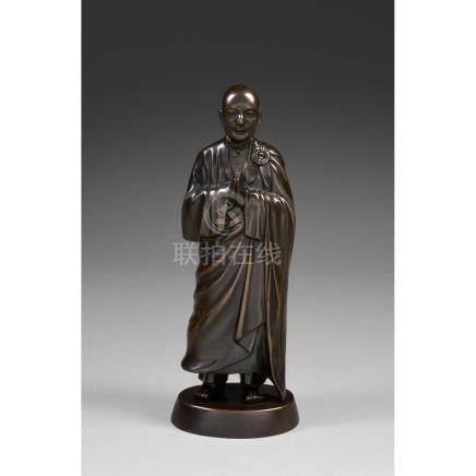 STATUETTE DE MOINE en bronze de patine sombre, représenté de