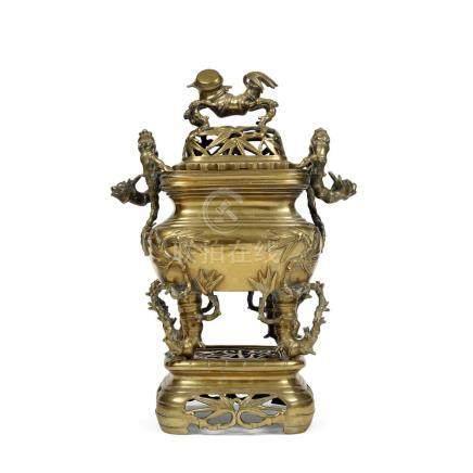 GRAND BRÛLE-PARFUM COUVERT SUR SON SOCLE en bronze, de forme