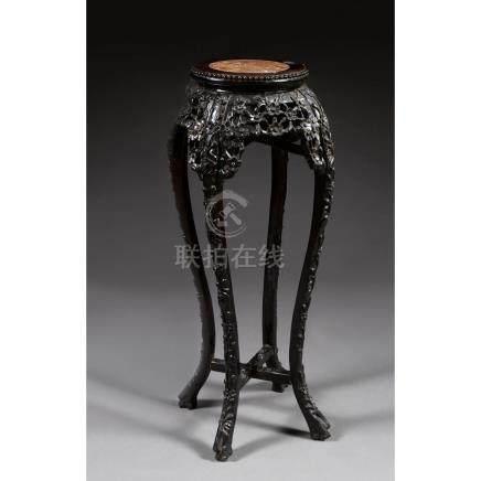 TABLE À ENCENS POUVANT FORMER SELLETTE en bois, montée sur q