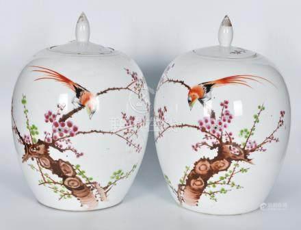 50年代 粉彩花鳥冬瓜罐一對