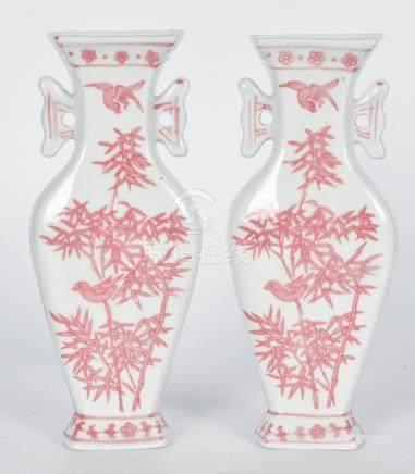 胭脂紅花鳥壁瓶一對